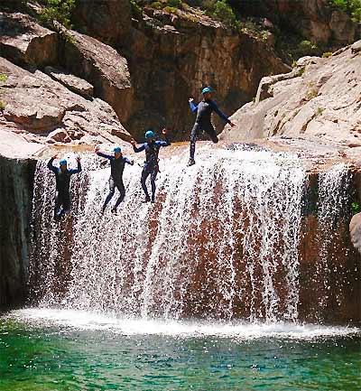 D couvrir le canyoning en corse et l escalade for Col de bavella piscine naturelle